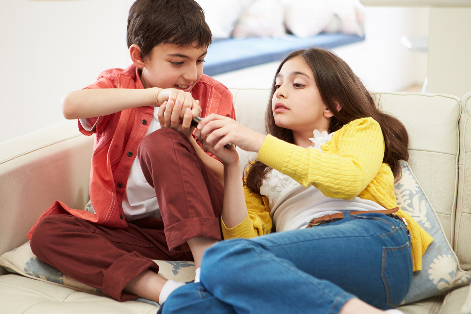 Tips for parents to manage sibling rivalry
