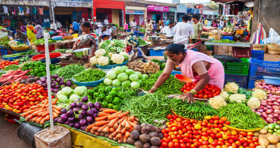 buying fresh fruits and vegetables helps you stay healthy and immune