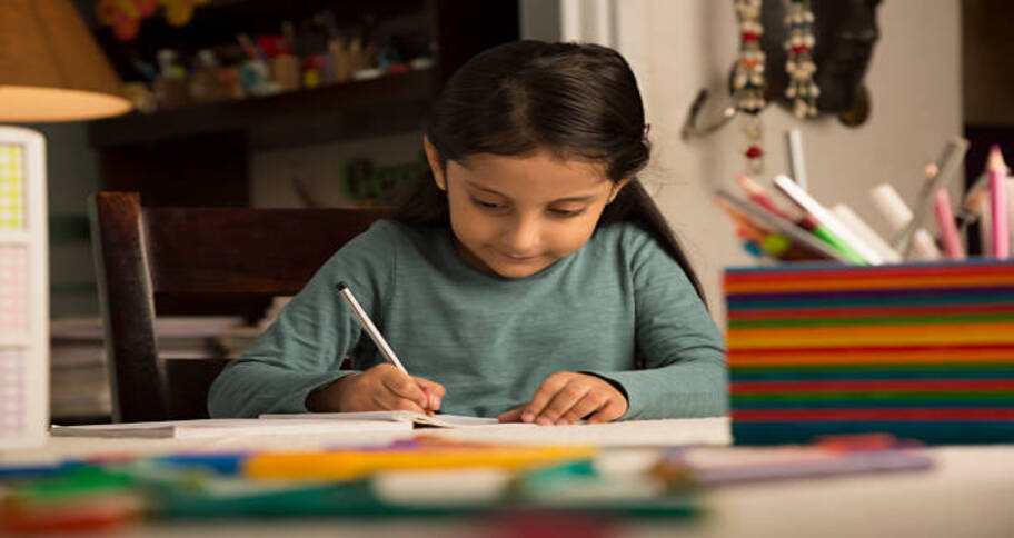 kids jotting down in order to be more productive at school