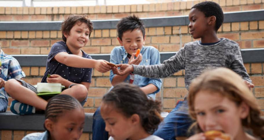 kids sharing their food